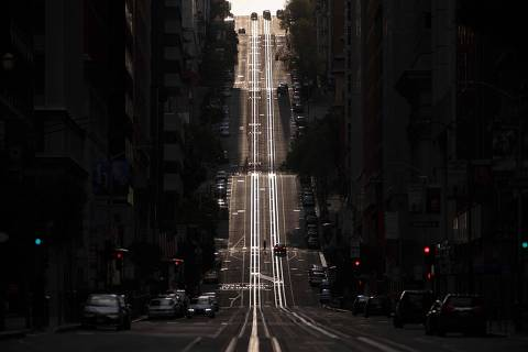 -- AFP PICTURES OF THE YEAR 2020 --  California Street, usually filled with cable cars, is seen empty in San Francisco, California on March 18, 2020. - San Francisco, along with seven other Bay Area counties, have ordered residents to shelter in place in an effort to help prevent the spread of the coronavirus. (Photo by Josh Edelson / AFP)