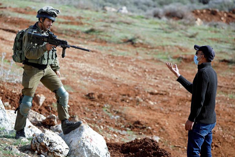 Adolescente é morto a tiros por forças israelenses durante protesto, dizem palestinos