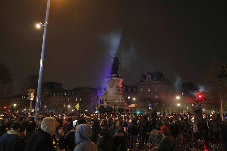 Milhares voltam às ruas de Paris em ato contra lei que proíbe gravações de policiais