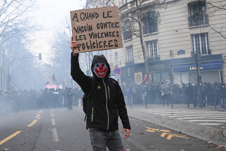 Atos em Paris protestam contra lei de segurança de Macron