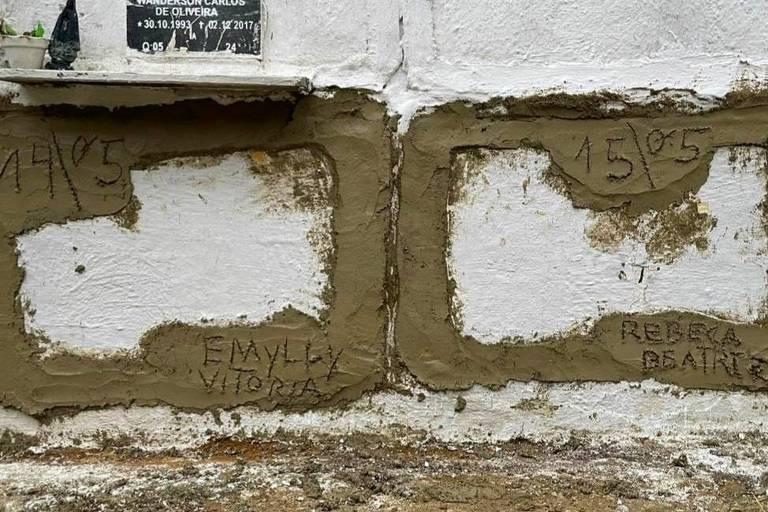 Rio de Janeiro, 5 de dezembro de 2020. Túmulos das meninas Emilly Victoria, 4, e Rebeca Beatriz Rodrigues dos Santos, 7, em cemitério de Duque de Caxias, na Baixada Fluminense. Elas foram baleadas durante um tiroteio na noite de sexta (4). Foto: Divulgação ONG Rio de Paz