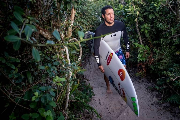 Mineirinho inicia despedida do surfe na onda em que se consagrou
