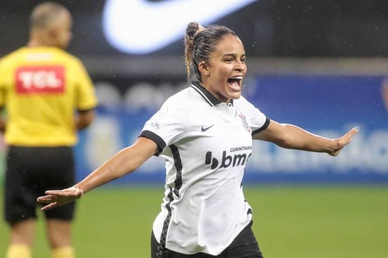 Gabi Nunes celebra o primeiro gol na final do Campeonato Brasileiro