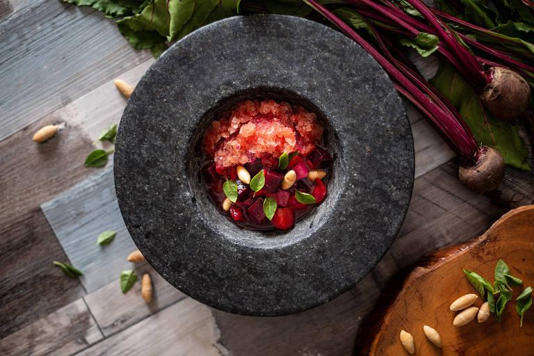 Salada vermelha do menu do Cuia, novo restaurante da chef Bel Coelho, no Copan