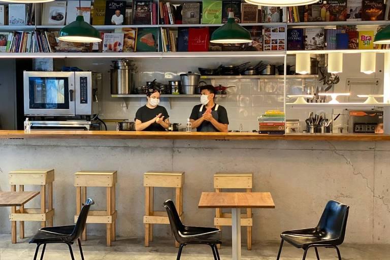 Espaço do Cuia, misto de café e restaurante da chef Bel Coelho, dentro da livraria Megafauna, no Copan