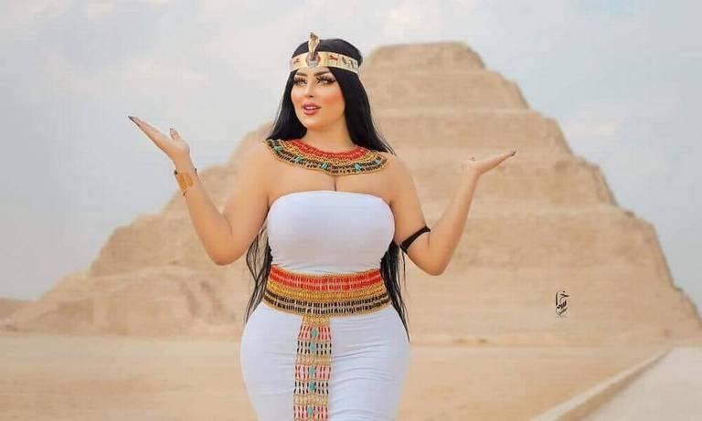 Salma al-Shim publicou o ensaio de fotos tiradas no patrimônio histórico no Instagram dela