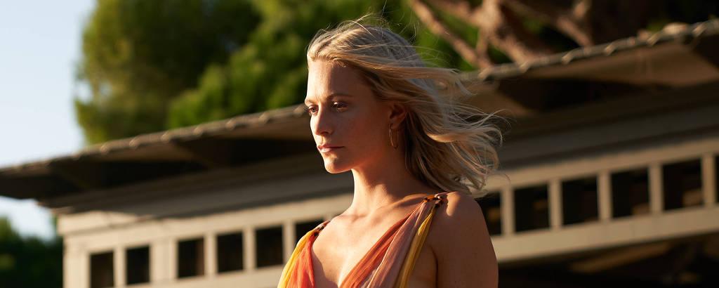 Poppy Delevingne em cena de 'Riviera'