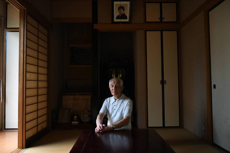 Kazuo Odachi, 93, um ex-piloto camicase, em sua casa em Tóquio