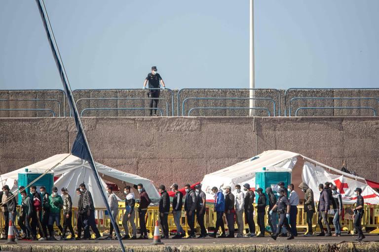 Setor de turismo pressiona Espanha a conter onda de imigração africana nas Canárias