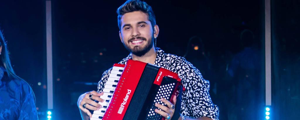 Gustavo Mioto divide o palco com Dorgival Dantas