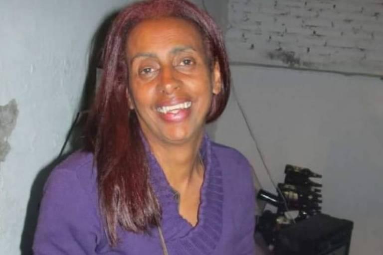 Ativista sorri em foto