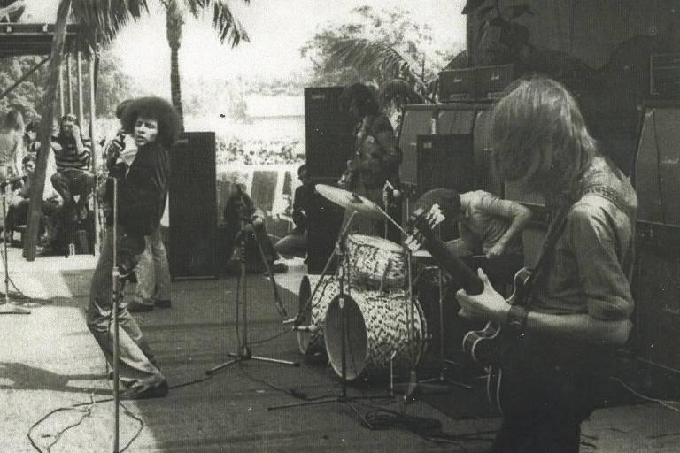 Nos vocais, Peter Hossell abre o histórico show dos Rolling Stones do Hyde Park, em Londres, em 1969