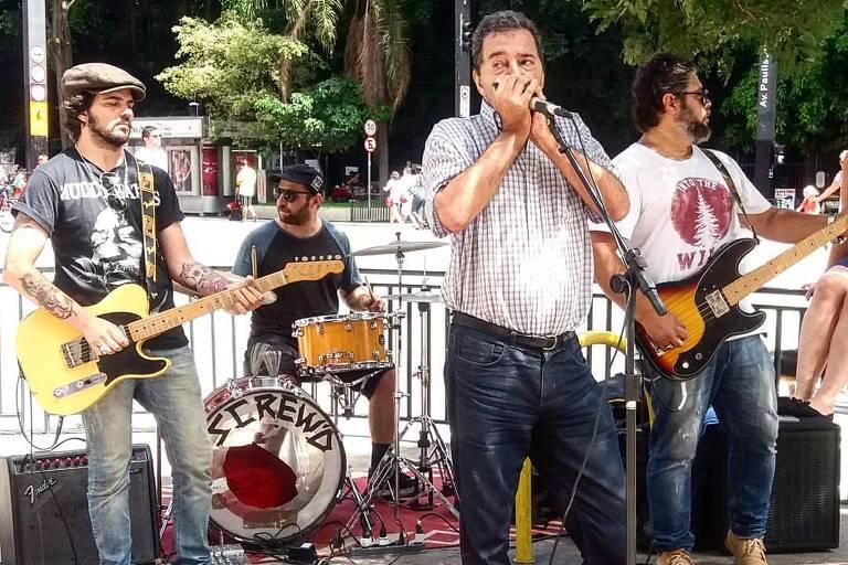 Guilherme Ziggy, Alex AC, Peter Hossell e Antônio Castro Jr. com a Pete Hassle & Screw'd Blues Band, na avenida Paulista