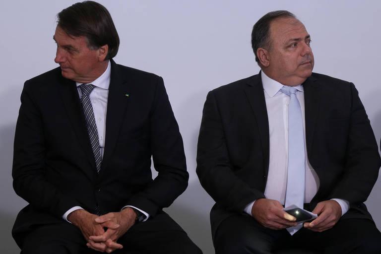 Bolsonaro e Pazuello durante evento na tarde de terça (8) no Palácio do Planalto