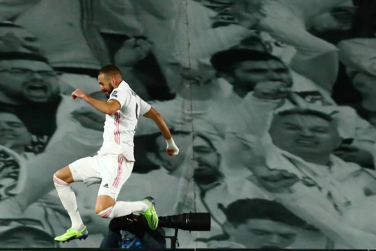 Benzema comemora seu segundo gol na vitória do Real Madrid
