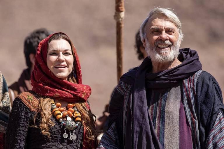 Os atores Zecarlos Machado e Adriana Garambone vivem Abrão e Sarai em 'Gênesis'