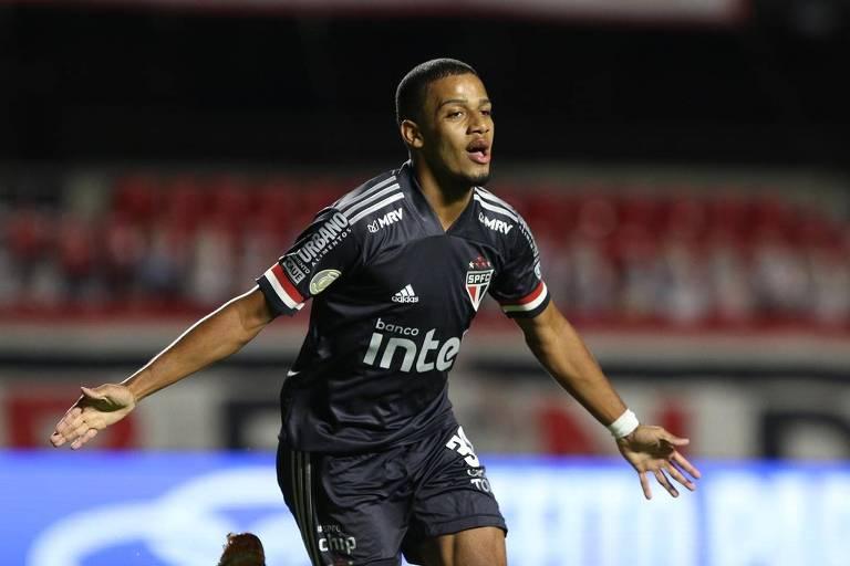 Brenner comemora gol pelo São Paulo contra o Botafogo pelo Campeonato Brasileiro