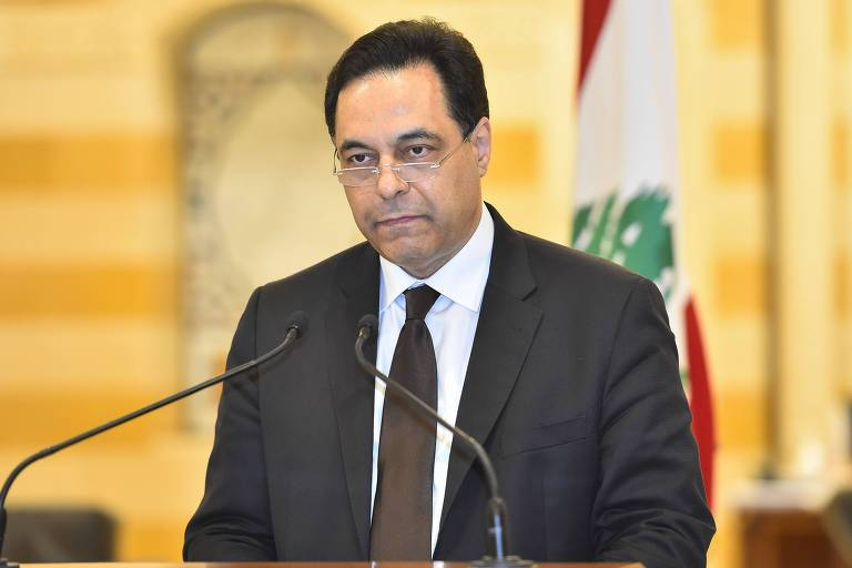 O primeiro-ministro Hassan Diab ao anunciar renúncia após explosão em Beirute