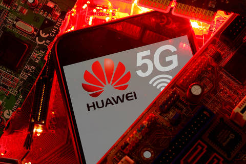 FILE PHOTO: A smartphone with the Huawei and 5G network logo is seen on a PC motherboard in this illustration picture taken January 29, 2020. REUTERS/Dado Ruvic/File Photo ORG XMIT: FW1