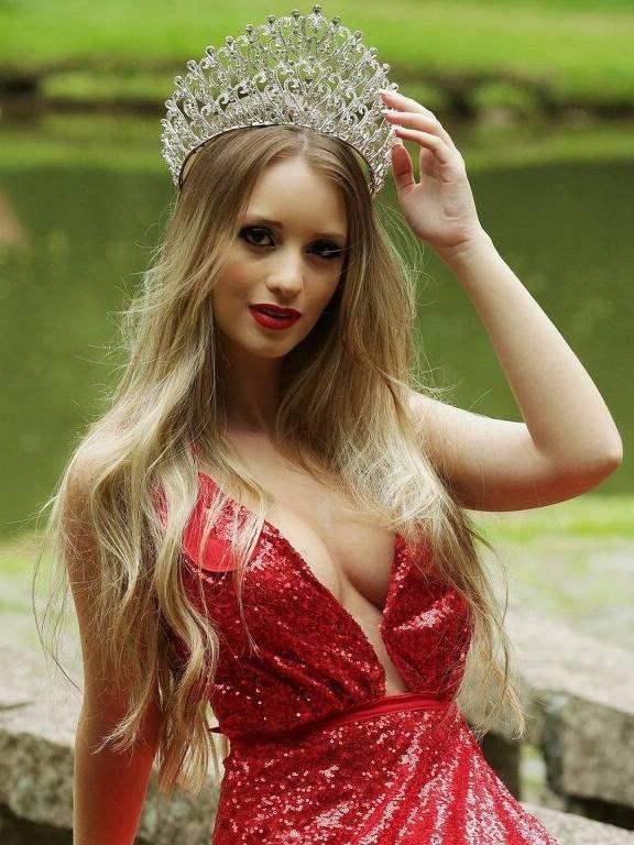 A paulista Samy Zayne, 18, defende o Brasil no Miss Gold Universe 2020