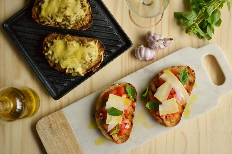 Aprenda receita de bruschetta clássica e de cogumelo com queijo gratinado