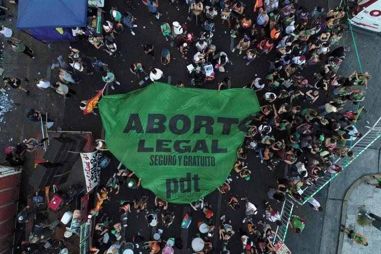 Argentina acelera votação do aborto para evitar aglomerações como as de Maradona