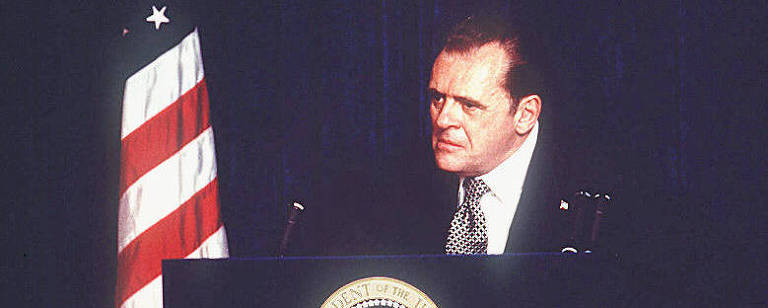 "O ator Anthony Hopkins em cena do filme ""Nixon"", do cineasta Oliver Stone"