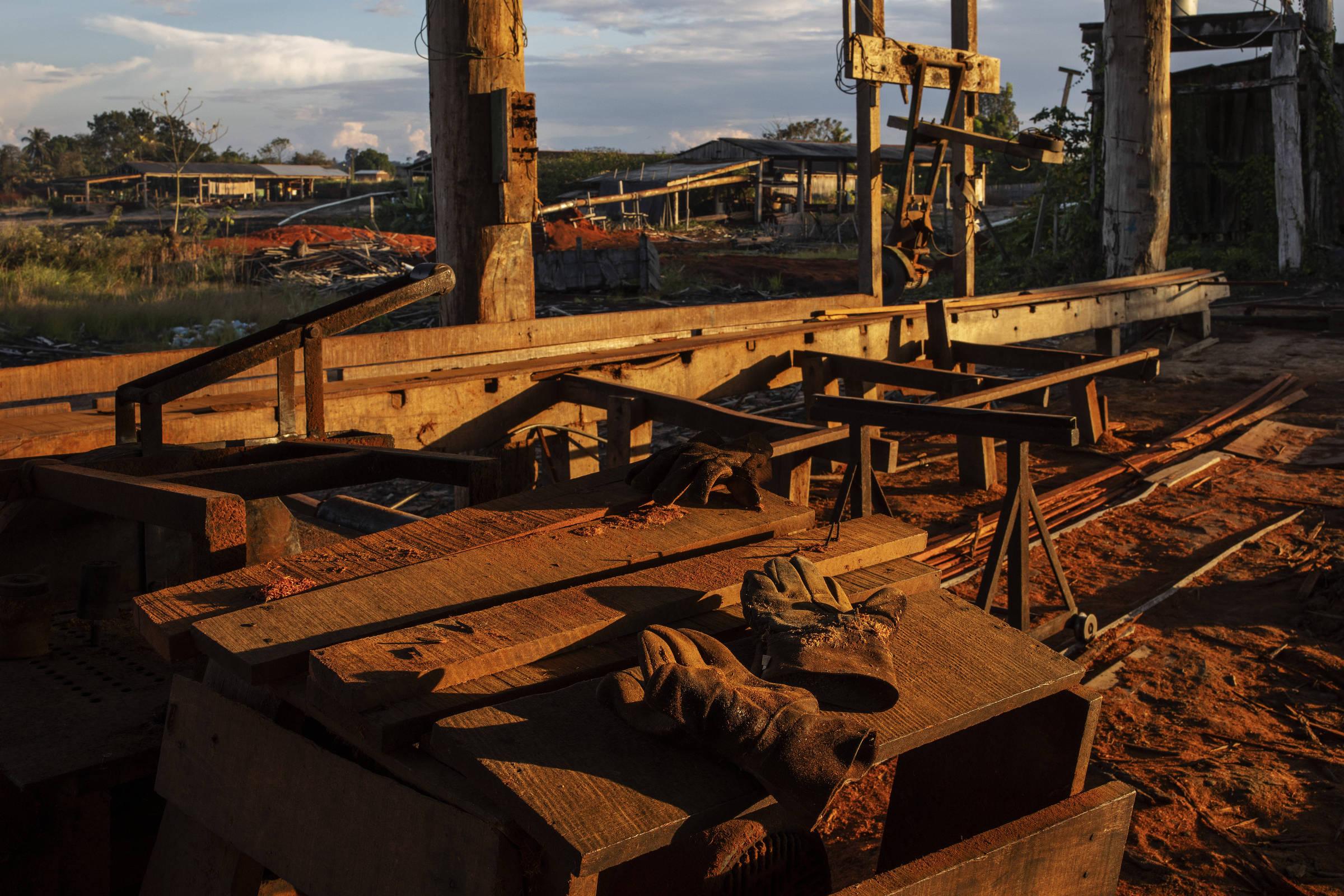 Serraria em Uruará, parada por causa da Operação Verde Brasil 2, que combate os crimes ambientais na Amazônia