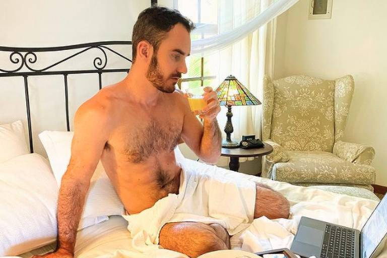 O diretor Aaron Salles Torres em hotel