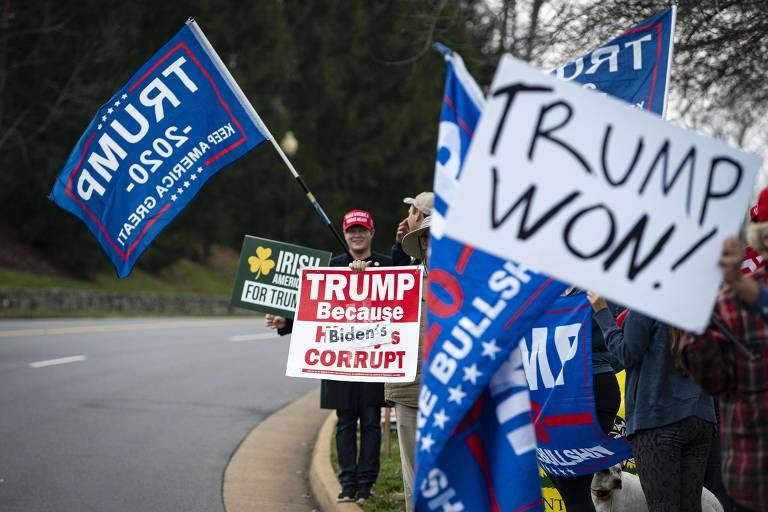 Apoiadores do presidente Donald Trump protestam em Sterling, na Virgínia, devido a denúncias infundadas de fraude nas eleições