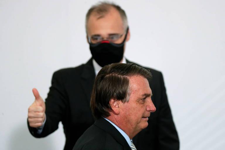 O ministro André Mendonca e o presidente Jair Bolsonaro
