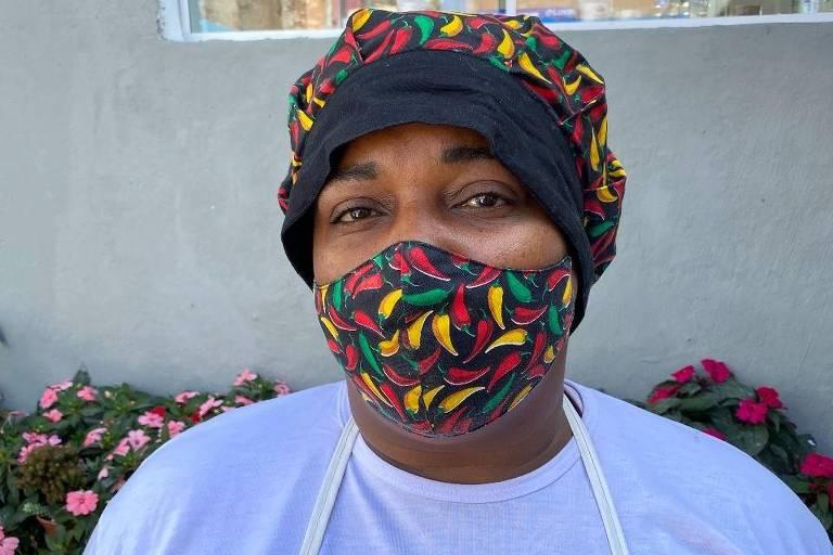 A cuidadora Maria Aparecida Martins, 46, foi chamada para trabalhar na cozinha da Frente Humanitária, criada pelo centro cultural Lá da Favelinha e ACM Cafezal, no Aglomerado da Serra, uma das maiores favelas do Brasil.