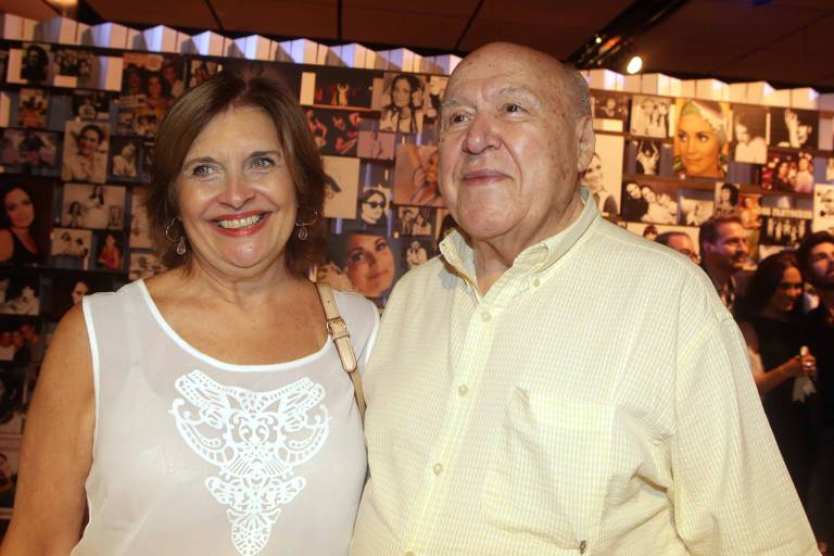 Orlando Duarte ao lado da mulher Conceição Duarte durante abertura de exposição em homenagem à atriz Regina Duarte