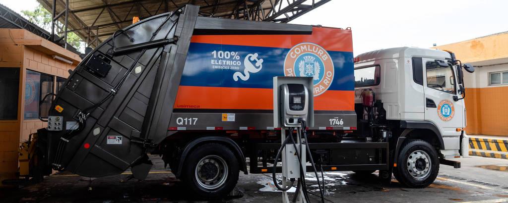 Caminhão 100% elétrico utilizado na coleta de lixo no Rio de Janeiro