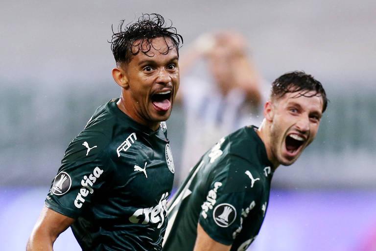 Gustavo Scarpa comemora o gol que abriu o placar da vitória do Palmeiras nesta terça (15)