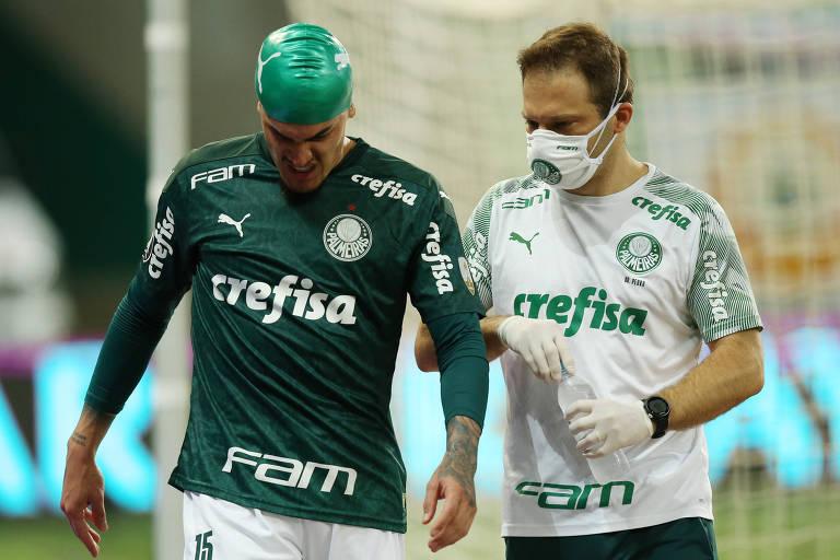 Gustavo Gómez teve um choque de cabeça no primeiro tempo, e precisou deixar o campo na etapa final
