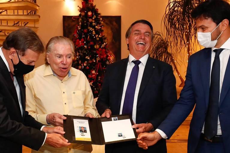 Silvio Santos e Jair Bolsonaro em cerimônia de entrega de selo comemorativo aos 90 anos do apresentador