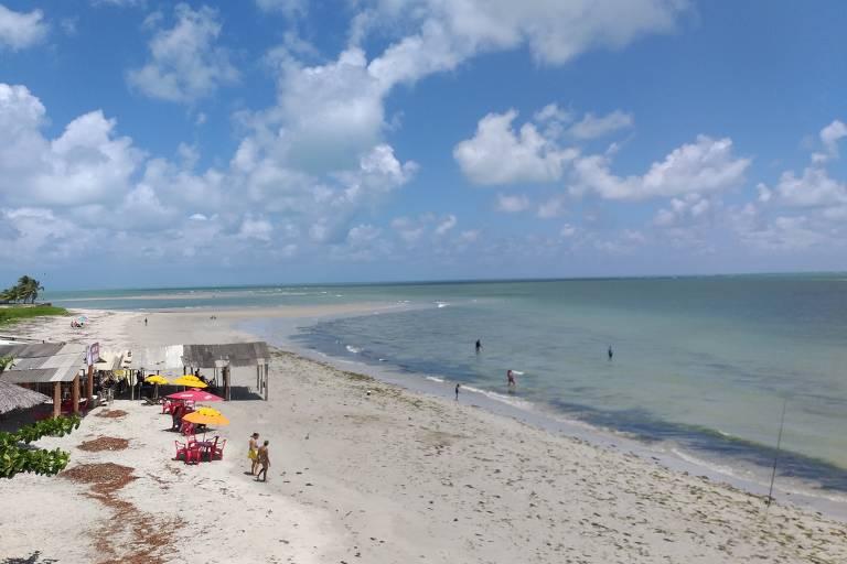 Praias do litoral norte de Pernambuco têm natureza e menos visitantes