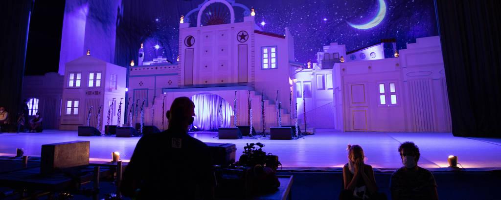 Gravação do Baile do Menino Deus no teatro Guararapes