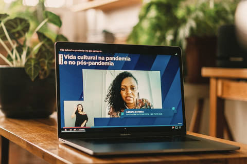 São Paulo, SP, Brasil, 15-12-2020: Adriana Barbosa, fundadora da Feira Preta e da Preta Hub, no Seminário 'Vida Cultural na Pandemia e no Pós-pandemia'. (foto Gabriel Cabral/Folhapress)