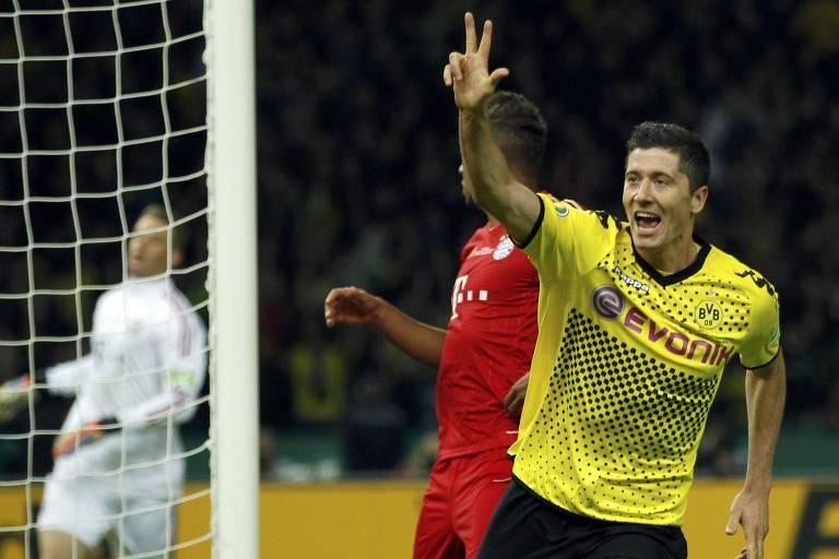 Lewandowski celebra seu terceiro gol contra o Bayern na final da Copa da Alemanha da temporada 2011/2012
