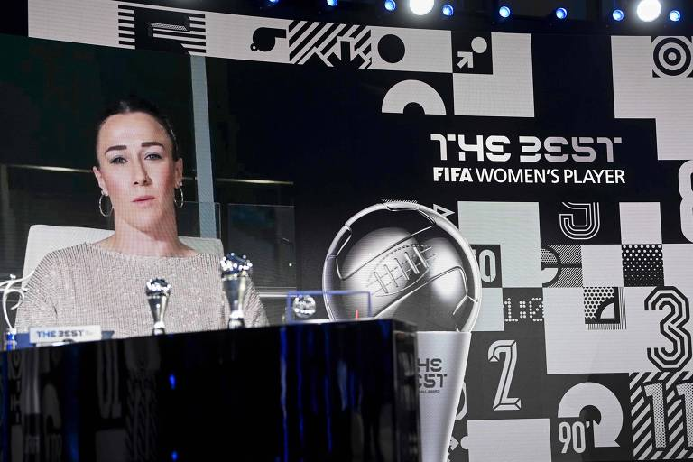 A lateral esquerda Lucy Bronze venceu o prêmio de melhor jogadora do planeta