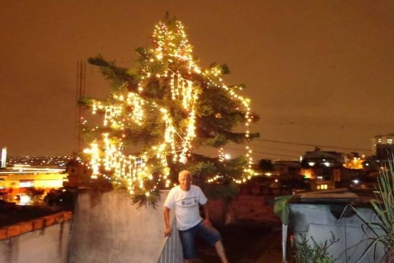 Adão diz amar decorar o pinheirinho para o Natal