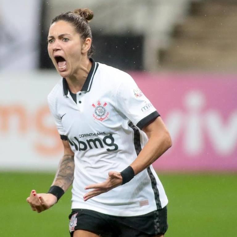 Gabi Zanotti vibra após marcar um gol pelo Corinthians; a camisa 10 precisa ser convocada para a seleção brasileira de Pia Sundhage