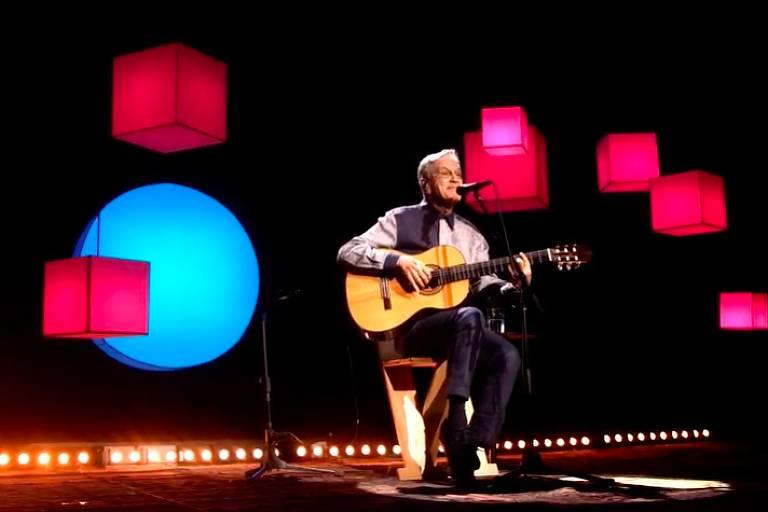 Caetano Veloso apresenta live natalina