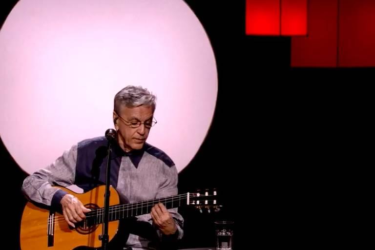 Caetano Veloso apresenta live natalina gratuita em seu canal no YouTube