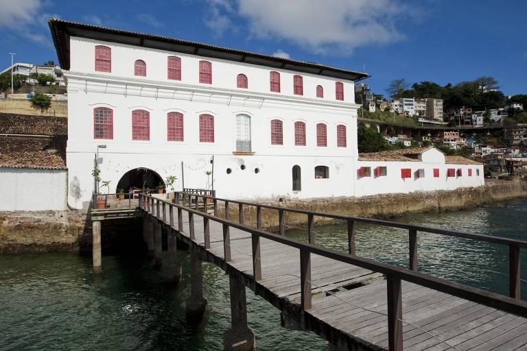 Vista da fachada voltada para o mar do Museu de Arte Moderna da Bahia, o MAM-BA, localizado no Solar do Unhão,  projetado pela arquiteta italiana Lina Bo Bardi no início dos anos 1960