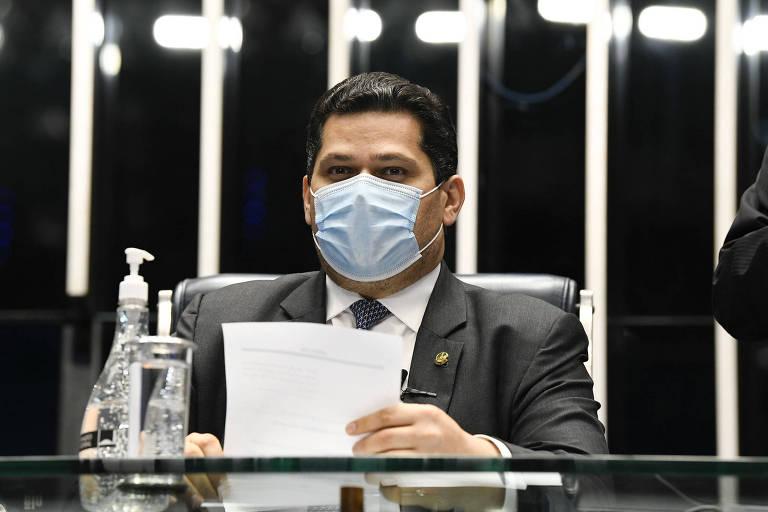 TSE rejeita cassar mandato de Alcolumbre, mas aponta irregularidades na campanha do senador