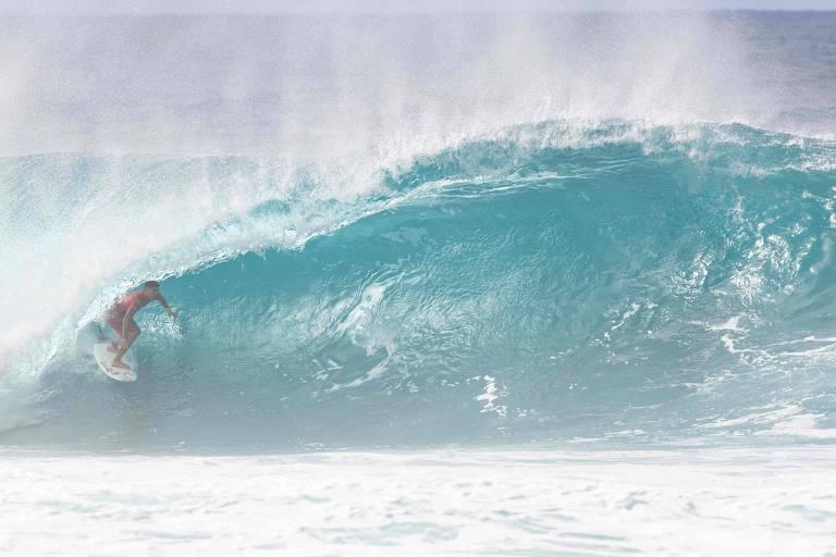 John John supera Medina e vence abertura do Mundial de surfe no Havaí