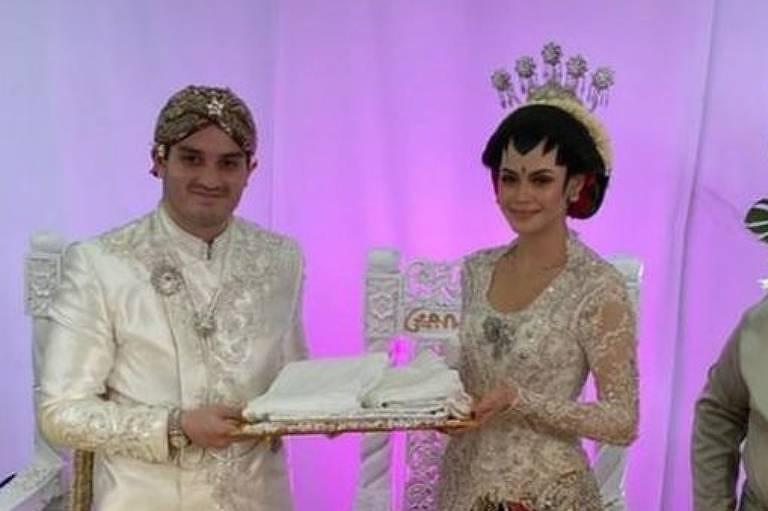 Contra aglomeração, noivos fazem casamento drive-thru com '10 mil convidados' na Malásia